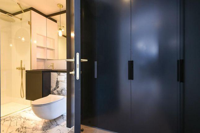Bathroom of Waterman Gardens, Tidemill Square, Lower Riverside, Greenwich Peninsula SE10