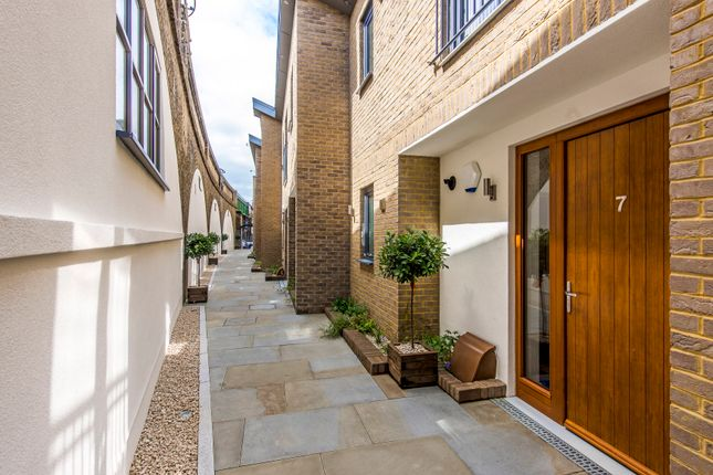 Thumbnail Town house for sale in Grimston Road, London