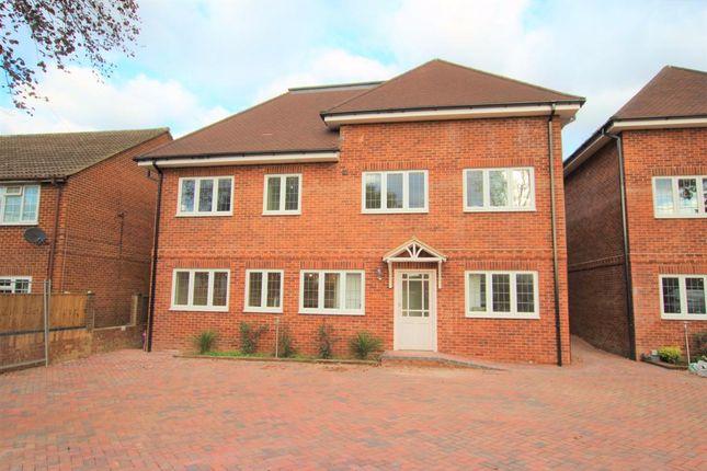 Thumbnail Flat for sale in Winnersh, Wokingham