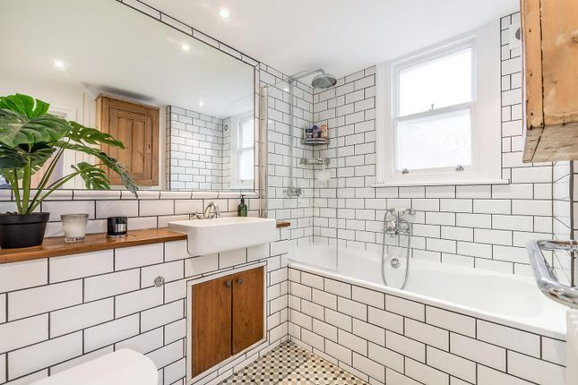 Thumbnail Flat for sale in Wolfington Road, London