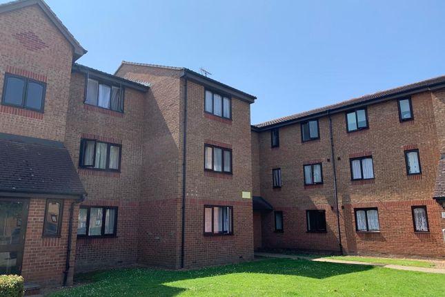 Thumbnail Flat to rent in Plumtree Close, Dagenham