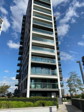 Thumbnail Property to rent in Hampton Apartments, Duke Of Wellington Avenue, London