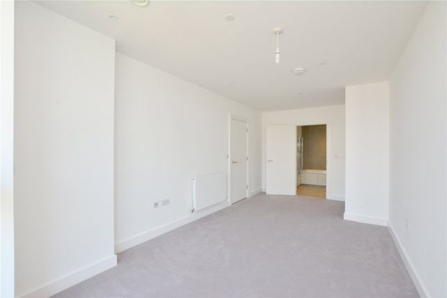 Picture No. 16 of Wyndham Apartments, 67 River Gardens Walk, Greenwich, London SE10