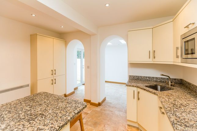 2 bedroom flat to rent in Vauvert, St. Peter Port, Guernsey