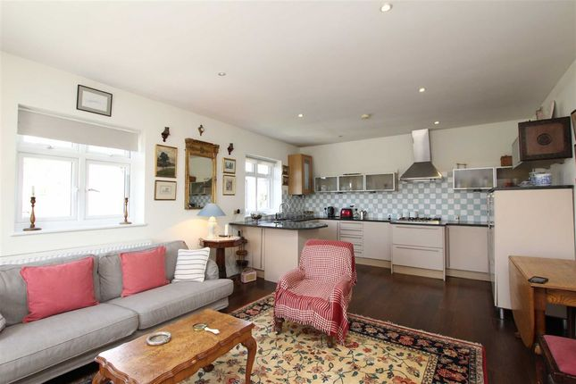 2 bed flat to rent in Stile Hall Gardens, London