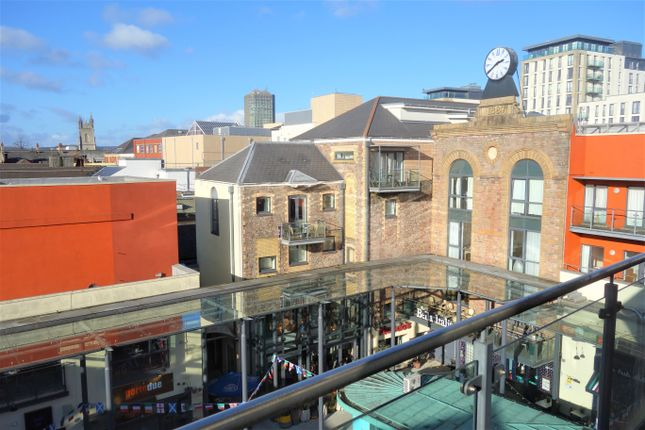 2 bed flat to rent in Coopers Court, The Old Brewery, Caroline Street CF10