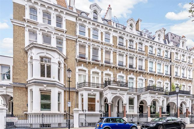 Flat for sale in Redcliffe Square, London