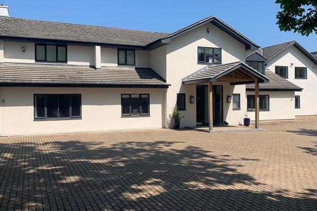 Thumbnail Detached house to rent in Sunning Avenue, Sunningdale, Ascot