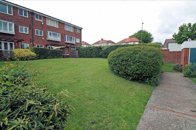Thumbnail Flat to rent in Bellfield, Pixton Way, Croydon