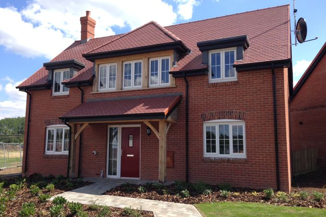 Thumbnail Cottage for sale in 31 Polo Drive, Cawston, Rugby, Warwickshire