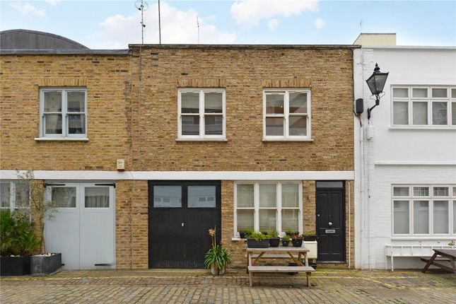 3 bed mews house to rent in Radnor Mews, Lancaster Gate, London W2