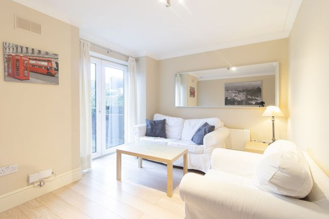 Thumbnail Flat to rent in Kingswood Terrace, Chiswick