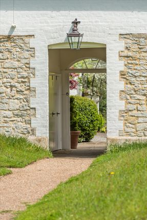 2 bed cottage for sale in Biddulph Mews, Duncton, Petworth, West Sussex GU28