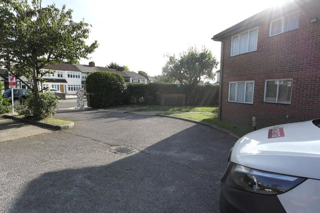 Picture No. 26 of Linley Crescent, Romford RM7