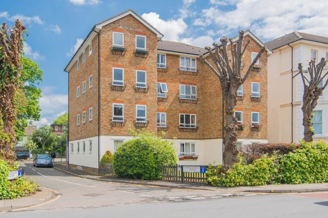 2 bed flat to rent in Maplehurst Close, Kingston Upon Thames KT1