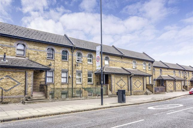 Thumbnail Terraced house to rent in New North Road, London