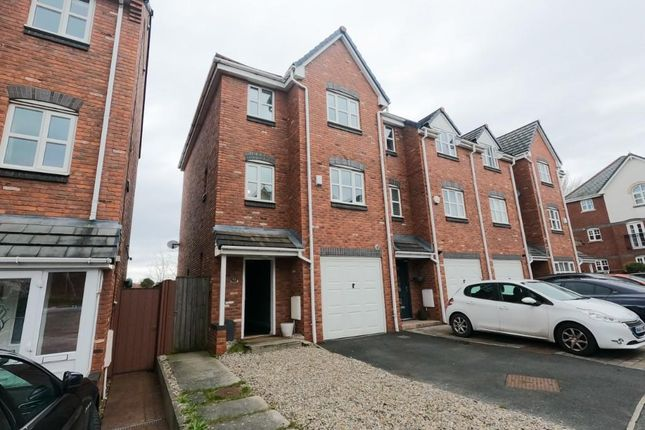 4 bed town house to rent in Cromwell Avenue, Manchester SK5