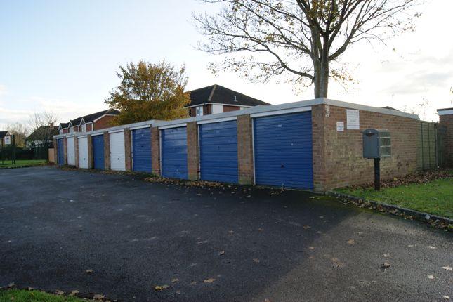 R045 Garages 97-105