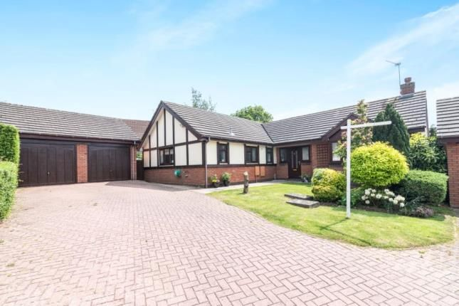 Thumbnail Bungalow for sale in Woodgreen Close, Callow Hill, Redditch, Worcestershire