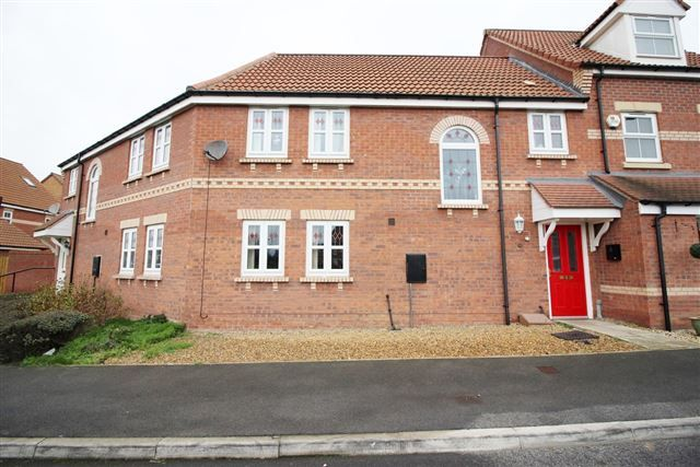 Thumbnail Town house to rent in Sanders Way, Dinnington, Sheffield