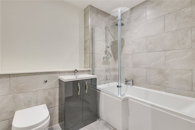 Bathroom of Tota Terrace, Arnold Road, London SW17