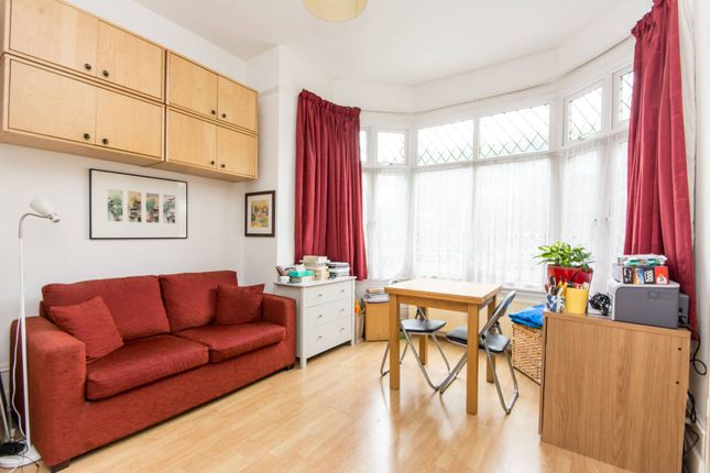 Studio for sale in Woodside Grove, North Finchley