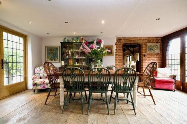 Country house to rent in Peppard Road, Sonning Common, Reading