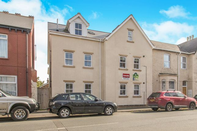 Thumbnail Flat for sale in Cheddon Road, Taunton