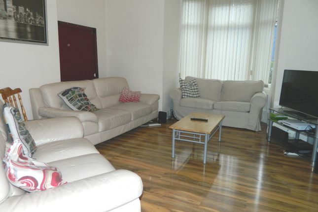 3 bed terraced house to rent in 68Pppw - Chillingham Road, Heaton