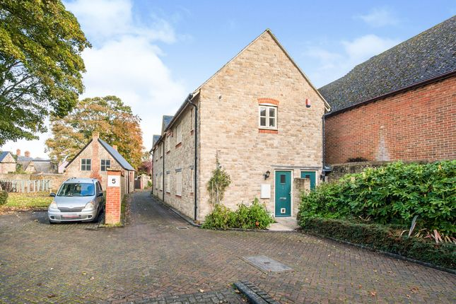 Thumbnail Flat for sale in Gilmore Court, Highworth, Swindon