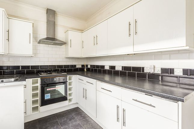Thumbnail Flat to rent in Morgan Road, Bromley