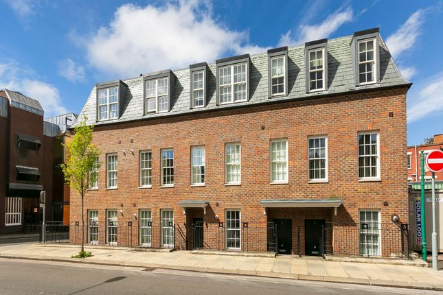 Thumbnail Flat for sale in Wakefield Road, Richmond, Surrey, UK