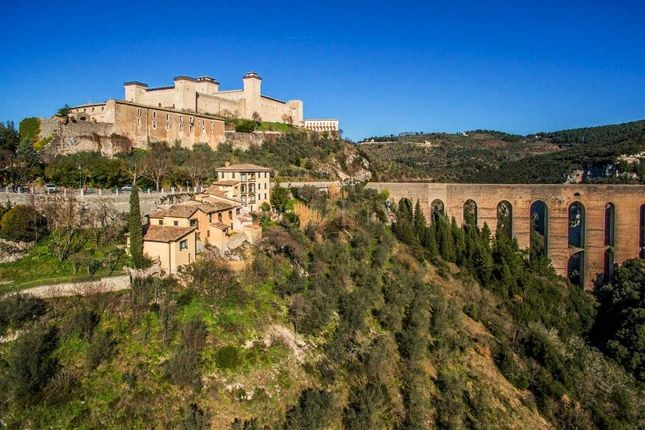 Thumbnail Hotel/guest house for sale in Spoleto, 06049, Italy