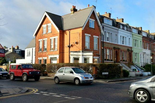Thumbnail Flat to rent in Cotswold Lodge, Stapylton Road, High Barnet, Hertfordshire