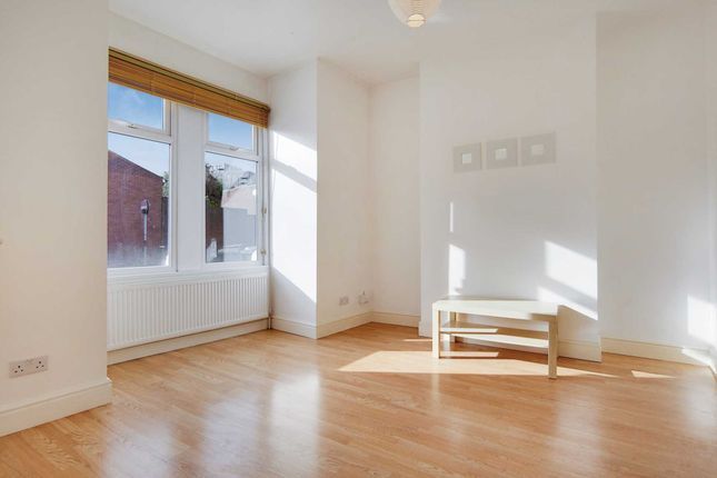 Thumbnail Flat to rent in Vale Road, Finsbury Park