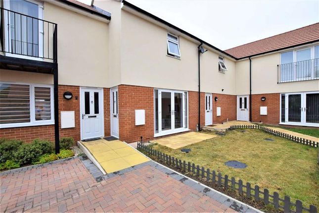 1 bed terraced house to rent in Ruskin Court, Stanford Le Hope, Essex SS17