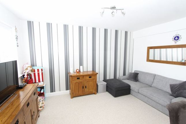 Thumbnail Flat for sale in Malden Road, North Cheam, Sutton