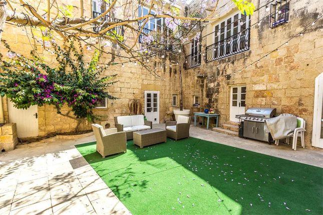 6 bed villa for sale in Gharghur, Malta