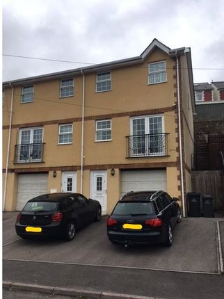 3 bed town house to rent in Highland View, Highland View, Abertillery, Gwent NP13
