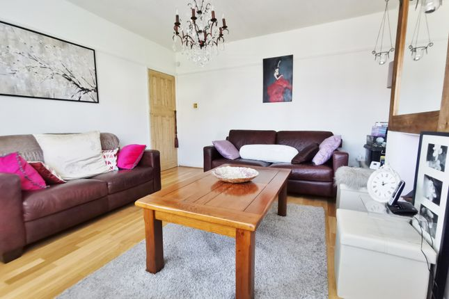 Living Room of Oakleigh Road North, London N20