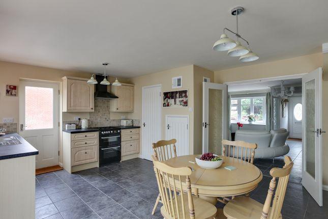 Thumbnail Link-detached house for sale in Longmead Avenue, Great Baddow, Chelmsford