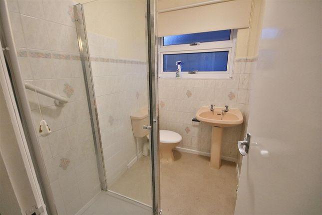 Shower Room/WC of Columbine Gardens, Walton On The Naze CO14