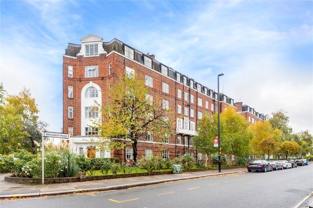 Thumbnail Flat for sale in Belgrave Court, Wellesley Road, London