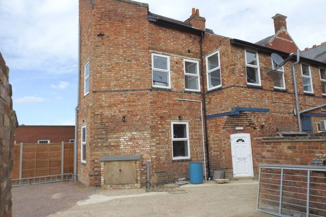 Thumbnail Maisonette to rent in High Street, Higham Ferrers, Rushden