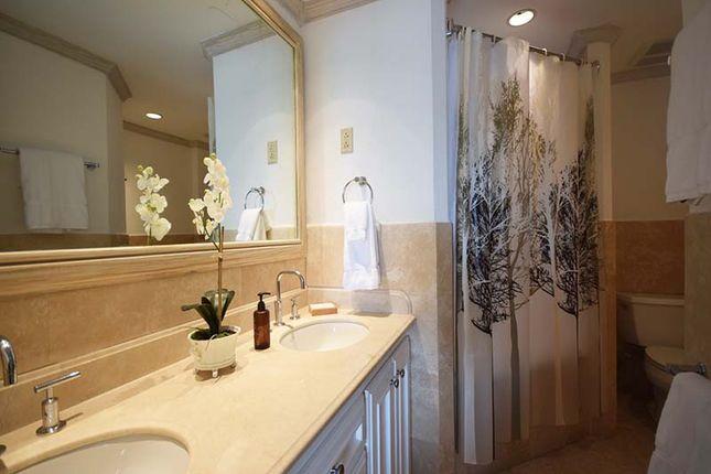 Maxwell Beach Villas - Bathroom