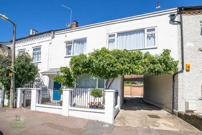 Thumbnail Terraced house for sale in Princes Road, Buckhurst Hill