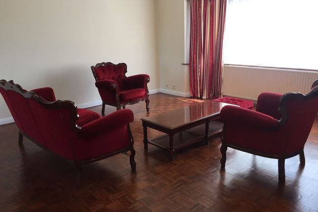 Thumbnail Flat to rent in Bridge Road, Sutton