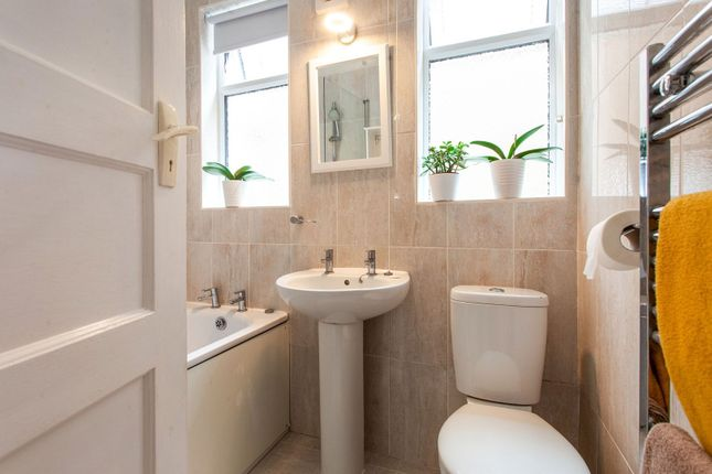 Bathroom of Endlebury Road, Chingford E4