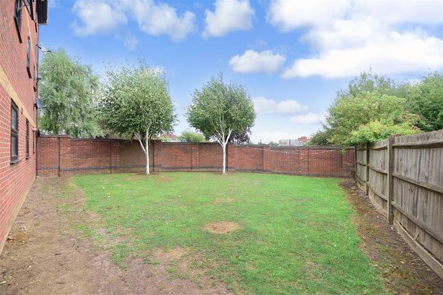 Thumbnail Flat for sale in Hazelwood Park Close, Chigwell, Essex