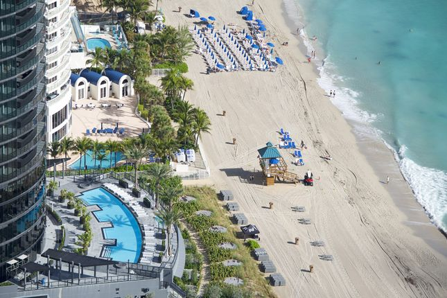 Porsche Design Tower In Miami - Aerial View Of Pool And Beach Area 2